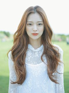 You might have heard the old expression about your hair being the crowning glory of your appearance. Either way, if you are looking for tips on how to style wavy hair, it is because yo… Korean Hairstyle Long, Korean Hairstyles, Easy Hairstyle, Hairstyle Ideas, Hairstyles For Round Faces, Cool Hairstyles, Wedding Hairstyles, Fashion Hairstyles, Weave Hairstyles