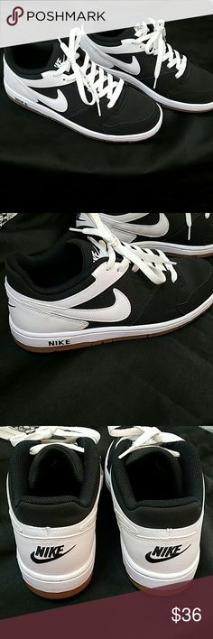 Super clean black and white Nikes Super clean and comfortable black and white Nikes. Only worn once. In great condition! Nike Shoes Sneakers
