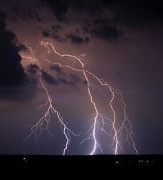 Lightning over Pennsylvania, USA - November 2012 - Image Credit & Copyright: Ron Shawley Pictures To Draw, Cool Pictures, Beautiful Pictures, Thunder And Lightning Storm, Lightning Storms, Lightning Photos, Centella, Wild Weather, Lightning Strikes