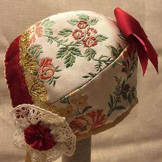 #staslighåndverkogtradisjon #silkesløyfe #lace #knipling #håndsydd #handmade #husflid #kultur #craftkulture #dåp #dåpsluekurs #dåpslue #kurs #tradisjon #tradition #guttelue #fembladslue #femstykkslue #silke #silk #bomull #katun #bomullsfor #cotton #gutt #boy