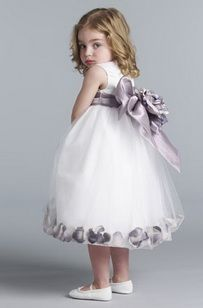 Two detachable rosettes adorn the wide organza sash of this sweet dress with a double-layered tulle overlay. Sprinkle included petals inside the dress to sweeten up the design.