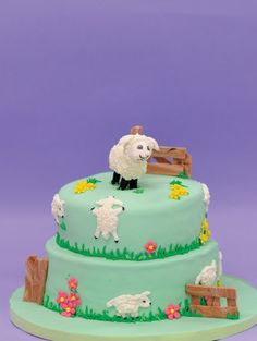 Mary Had a Little Lamb cake | Your toddler will love this cake for a farmyard themed party!