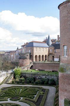 Cité Episcopale d'Albi (Patrimoine Mondial de l'Unesco) - @Fanny Bnn Toulouse, Unesco, Carcassonne, Languedoc Roussillon, Mansions, House Styles, Classic, Photography, Wonderful Places