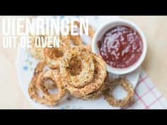 Video: Uienringen uit de oven - OhMyFoodness