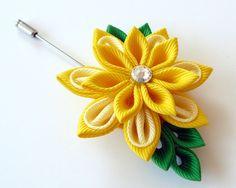 Men's Flower Lapel Pin. Kanzashi fabric flower brooch . por JuLVa