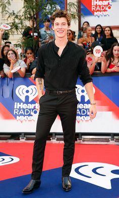 Shawn Mendes at the 2018 iHeartRadio Much Music Video Awards in Toronto Shawn Mendes Memes, Shawn Mendez, Daddy, Poses For Men, Red Carpet Looks, Cute Boys, Menswear, Men Casual, Celebs