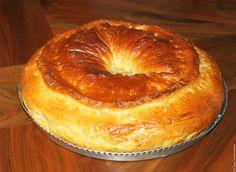 Mamie Paulette aime nous gâter et nous faire plaisir avec ses spécialités traditionnelles de l'Aveyron. Elle nous offre régulièrement de la fouace pour régaler ses enfants et petits-enfants pour le petit-déjeuner ou le goûter. Nous en avons presque toutes les semaines ! Sa fouace est délicieuse, fondante, avec un doux parfum de fleur d'oranger et … Dacquoise, Chiffon Cake, French Pastries, Pastry Cake, Bagel, Apple Pie, Biscuits, Menu, Hacks