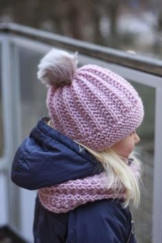 Soppaa ja silmukoita: Söpöilysetti Loom Knitting, Knitting Patterns, Crochet Patterns, Knitting Projects, Crochet Projects, Kids Hats, Beret, Knitted Hats, Knit Crochet