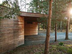 Villa Bergman-Werntoft is located in the heart of Ljungskogen, a major part of Ljunghusen in the municipality of Vellinge in the south of Sweden. Modern Decor, Mid-century Modern, Prefab Homes, Modern Exterior, Home Reno, Lund, Decoration, Modern Architecture, Villa
