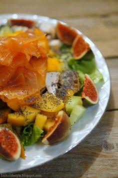 5:2-ateria; eksoottinen lohisalaatti / 5:2 meal; an exotic salmon salad