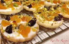 Shortbread wreaths pleasing to the eye and the taste buds Freeze Dried Flowers, Baking And Pastry, Freeze Drying, Shortbread Cookies, Taste Buds, Bon Appetit, Sushi, Frozen, Wreaths