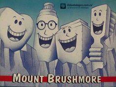 El Mount Brushmore perfecto para recordarte como cuidar todos los días tu sonrisa #OdontólogosCol #Odontólogos
