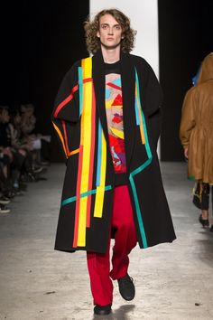 See all the Collection photos from Westminster University Autumn/Winter 2015 Ready-To-Wear now on British Vogue Fashion News, Runway Fashion, Fashion Outfits, Tokyo Fashion, Men's Fashion, Colourful Outfits, Colorful Fashion, Cubism Fashion, Geometric Fashion
