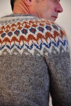 Ravelry: Project Gallery for Riddari pattern by Védís Jónsdóttir Knitting Designs, Knitting Projects, Knitting Patterns, Fair Isle Knitting, Hand Knitting, Hand Knitted Sweaters, Knitted Hats, Norwegian Knitting, Icelandic Sweaters
