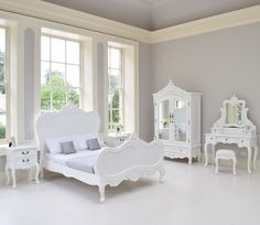 How lovely is the Shabby Chic Bedroom set distressed white and such a great value, super lovely for adults and charming for kids room White Bedroom Set, Kids Bedroom Sets, Bedroom Furniture Sets, Bedroom Bed, Bedroom Decor, Shabby Chic Bedrooms, Bedroom Vintage, Trendy Bedroom, Carved Beds