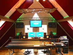 Auratonestudio http://www.allstudios.co.uk/blog/260