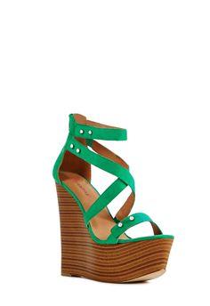 JustFab CLARYSA: Combinas estas preciosas cuñas con lo que quieras. 4 colores distintos, suela de imitación de madera y cintas cruzadas que sujetan tus pies a la perfección decoradas con detalles metálicos. Cierre de cremallera trasera.