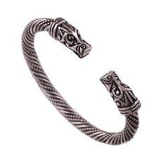Ce bracelet orné de deux têtes de dragons est fait pour être porté par un guerrier n'ayant aucune crainte au combat, même face aux plus féroces ennemis. Bracelet Viking, Dragons, Bracelets, Collection, The Vikings, Tattoos, Man Women, Bracelet, Arm Bracelets