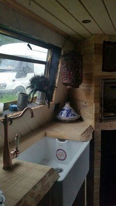 Belfast sink going into pallet wood kitchen August 2015 Rv Living, Living Spaces, Narrowboat Interiors, House Boat Interiors, Canal Boat Interior, Barge Interior, Canal Barge, Houseboat Living, Houseboat Ideas
