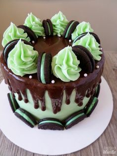 Baking with Blondie : Chocolate Mint Oreo Cake - *Desserts & Pastries* - Oreo Ideas Food Cakes, Cupcake Cakes, Cupcakes, Menta Chocolate, Homemade Chocolate, Cake Chocolate, Chocolate Desserts, Chocolate Chips, Oreo Torta