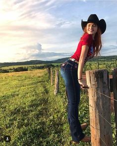 Cowgirl Look, Cowgirl Style Outfits, Cowgirl Jeans, Sexy Cowgirl, Country Girls Outfits, Cute Country Girl, Looks Country, Country Women, Classy Sexy Outfits