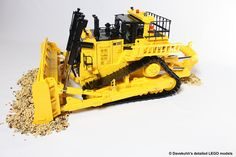 The Big Cat: Incredibly detailed LEGO Caterpillar bulldozer
