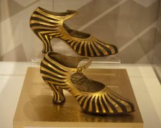 The Bata Shoe Museum in Toronto is just one of countless cool niche museums within an easy drive of Ottawa. Photo by Laura Byrne Paquet. 20s Fashion, Art Deco Fashion, Vintage Fashion, Vintage Shoes, Vintage Outfits, Vintage Jewelry, Flapper Shoes, 1920s Flapper, 1920s Aesthetic
