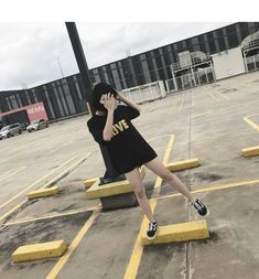 Street Girl, Korean Ulzzang, Fake Pictures, Cool Outfits, Fashion Outfits, Uzzlang Girl, Instagram Pose, Poses, Aesthetic Clothes