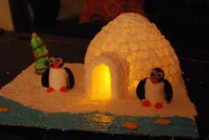 Iglo van suikerklontjes, een lichtje met batterij erin ...... Awesome Sugar cube Igloo...lit up inside!