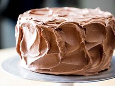 Delicious Chocolate Frosting Starts With Brown Sugar Swiss Meringue (Serious Eats) Chocolate Swiss Meringue Buttercream, Meringue Frosting, Fudge Frosting, Chocolate Frosting, Frosting Recipes, Meringue Desserts, Chocolate Cakes, Cake Recipes, Serious Eats