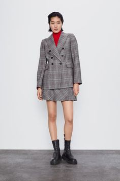 Long sleeve blazer with a lapel collar. Featuring front flap pockets and double-breasted button fastening in the front. HEIGHT OF MODEL: 177 cm. Zara Suits, Zara Home Stores, Checked Blazer, Double Breasted Jacket, My Size, Celine, Plaid, Coat, Long Sleeve