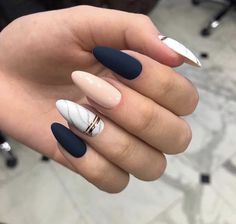 Semi-permanent varnish, false nails, patches: which manicure to choose? - My Nails Classy Nails, Stylish Nails, Simple Nails, Cute Nails, Classy Almond Nails, Trendy Nails 2019, White Almond Nails, 3d Nails, Stiletto Nails