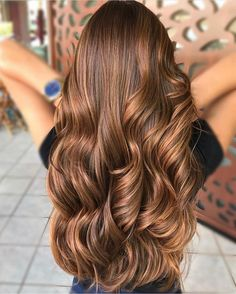 12 women nirvana caramel color color caramel hair colors look great and are very . Brown Hair Shades, Brown Hair With Blonde Highlights, Brown Hair Balayage, Light Brown Hair, Brown Hair Colors, Hair Highlights, Brown Hair Trends, Hair Color Caramel, Nirvana