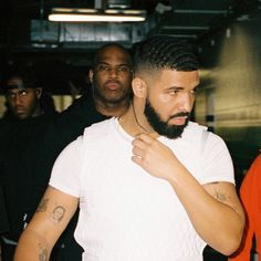 Listen to every Drake track @ Iomoio Aubrey Drake, Drake And Josh, Snoop Dogg, Drake Album Cover, Drake Fashion, Mens Fashion, Drakes Album, Drake Wallpapers, Rihanna And Drake