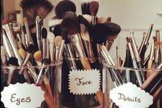 18 Trendy Makeup Vanity Organization Ideas Make Up Brush Holders Makeup Vanities, Make Up Humor, Diy Makeup, Beauty Makeup, Ikea Makeup, Makeup Desk, Makeup Kit, Makeup Vanity Decor, Makeup Organization
