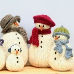Adorable little snow-people, all playing dress-up for the cold. Five versions to…