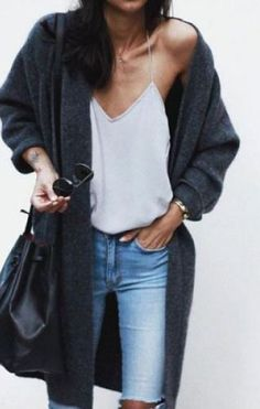 This minimalist outfit is perfect for spring fashion!