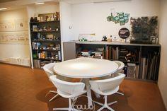 Coworking a Cordenons Pordenone @ mod-o - Rete Cowo Coworking Network Bar, Table, Furniture, Home Decor, Decoration Home, Room Decor, Tables, Home Furnishings, Home Interior Design