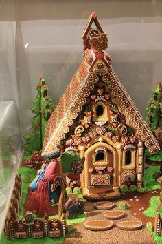 Beautiful Christmas Gingerbread House Ideas - Blush & Pine Creative There is a special skill that goes into making an amazing gingerbread house. Here I'm showing my favorite Christmas gingerbread house structures for 2018 Gingerbread House Designs, Gingerbread Village, Christmas Gingerbread House, Noel Christmas, Christmas Baking, Christmas Treats, Gingerbread Cookies, Christmas Cookies, Xmas