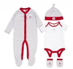 570fe2a4070a9 NEW IN - Manchester United 4 Piece Baby Gift Set. The perfect newborn gift.
