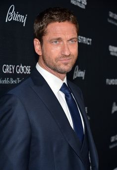 """Gerard Butler Photos Photos - Actor Gerard Butler arrives at the premiere of FilmDistrict's """"Olympus Has Fallen"""" at ArcLight Cinemas Cinerama Dome on March 18, 2013 in Hollywood, California. - 'Olympus Has Fallen' Premiere in Hollywood"""