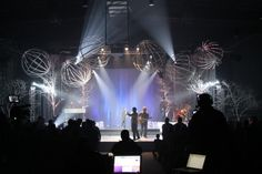 http://www.churchstagedesignideas.com/spheres-and-trees/