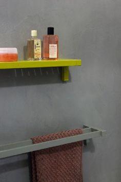 peinture carrelage de Maison Déco couleur gris anthracite dans salle de bain Cool Stuff, Decor, Home Diy, Renovations, Floating Shelves, Shelves, House, Home Decor, Deco