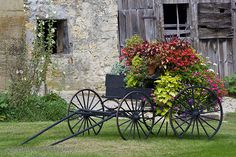 Spring wagons from www.hansenwheel.com make great yard décor, too. Just add flowers or pumpkins.