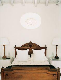 bedroom 69 ideas for antique bedroom furniture decor bed frames Antique Bedroom Furniture, Bedroom Vintage, Furniture Decor, Antique Beds, Vintage Bed Frame, Antique Bedrooms, Antique Headboard, Furniture Layout, Furniture Design