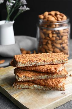 Amandel crackers uit de oven - Beaufood Almond crackers from the oven. Healthy Pastry Recipe, Pastry Recipes, Healthy Baking, Healthy Food, Healthy Crackers, Low Carb Crackers, Low Carb Recipes, Real Food Recipes, Healty Lunches