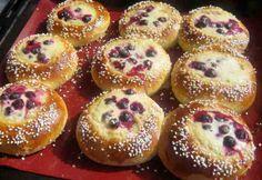 Marja-aroniapullat Doughnut, Muffin, Baking, Breakfast, Desserts, Food, Diy, Bread Making, Breakfast Cafe