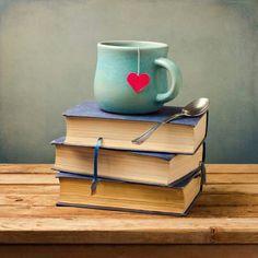 Finalmente è arrivato il weekend e possiamo rilassarci con un po' di riposo e tante ore dedicate alla lettura.  Noi leggeremo qualcosa di più leggero della settimana. A voi cosa vi aspetta per questo weekend?