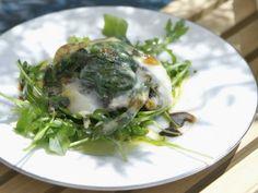 Rezept: Große Champignons mit Spinat und Taleggio überbacken