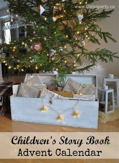 DIY Home Decor Ideas : Illustration Description Children's Story Book Advent Calendar: Count down from Dec. until Christmas by reading a different Christmas Story Book to your children eac… Nordic Christmas, Modern Christmas, Christmas Love, All Things Christmas, Reindeer Christmas, Christmas Stockings, Christmas Story Books, Kids Story Books, Diy Party Decorations